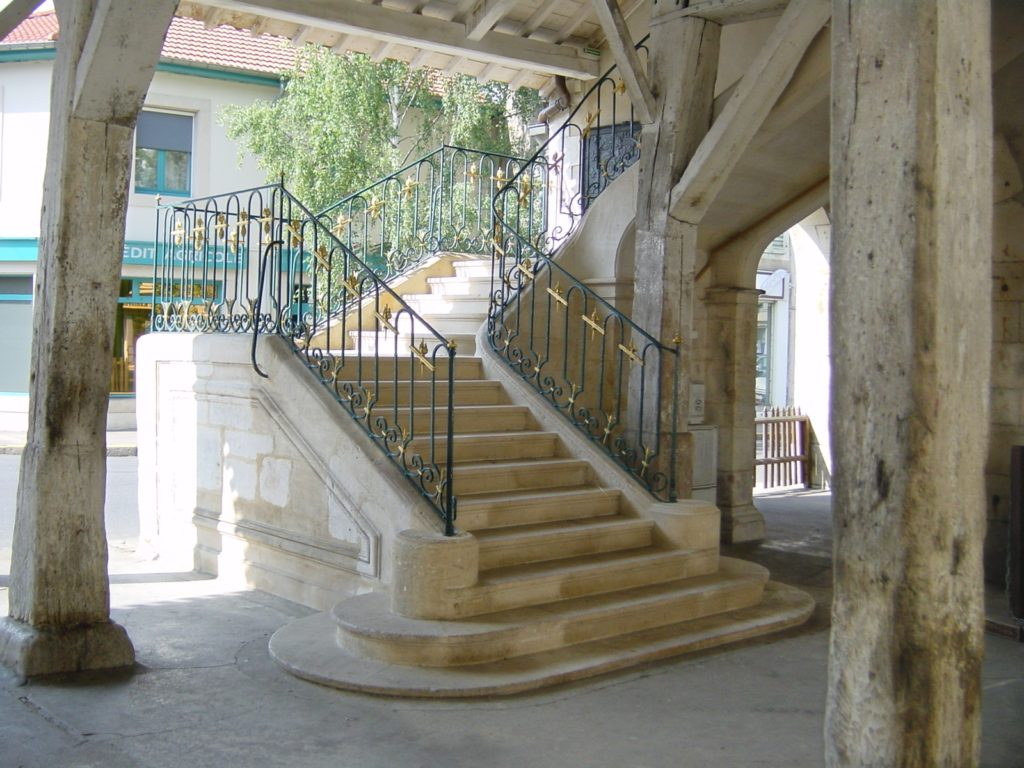 Escaliers sous les Halles de Vézelise