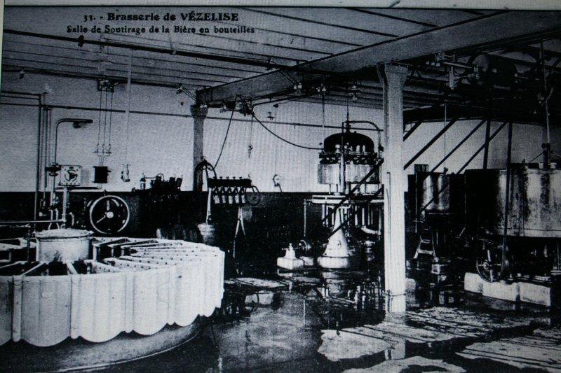 La salle de soutirage de la bière en bouteilles.